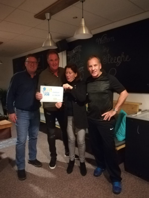 Cheque overhandiging Stichting De Jarige Job